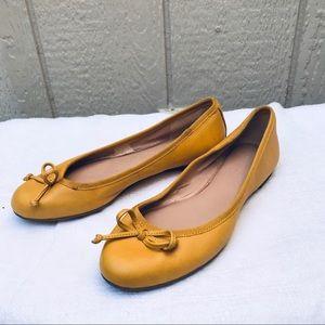 Banana Republic ladies flats size 5 Med. mustard